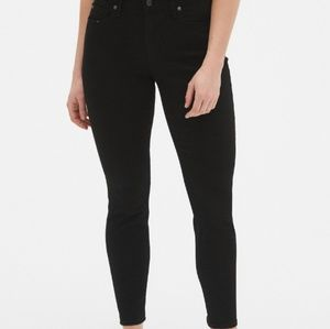 NWT Gap Mid Rise Skinny Fit Black Jeans. Size 14.